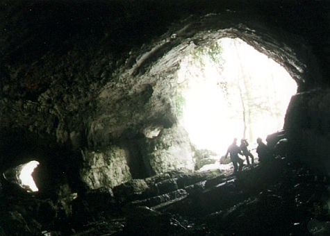 Алек 2002 вход в пещеру