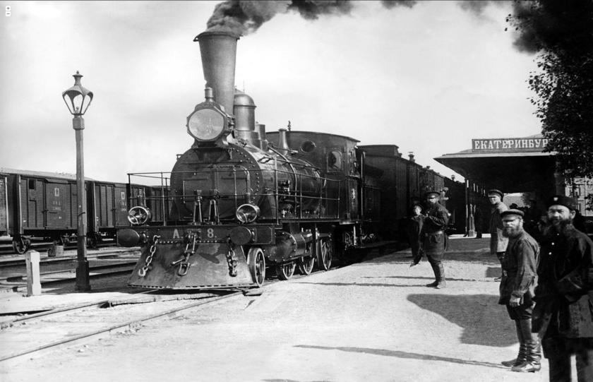 Перрон Екатеринбургского вокзала, фотограф В. Метенков, конец 19 века