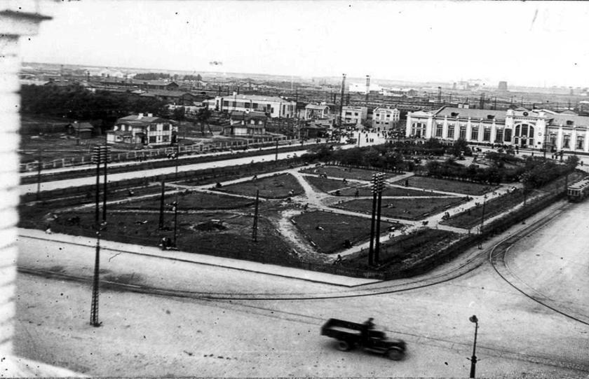 Вид привокзальной площади, начало 1930 гг.